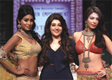Shriya Saran, Archana Kocchar, Ankita Shorey walking for Gitanjali
